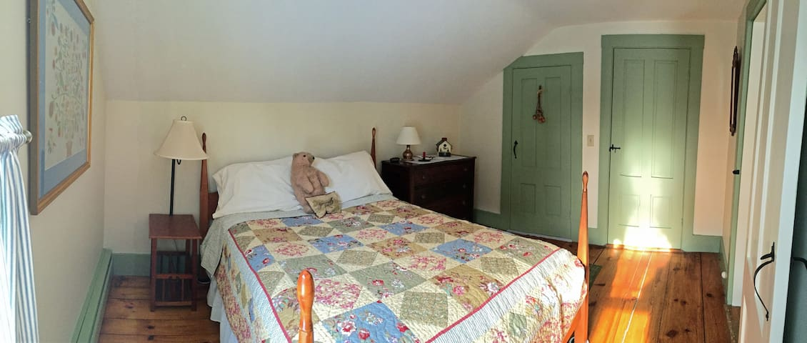 Lovely 1790's farmhouse on 10 acres - Falmouth