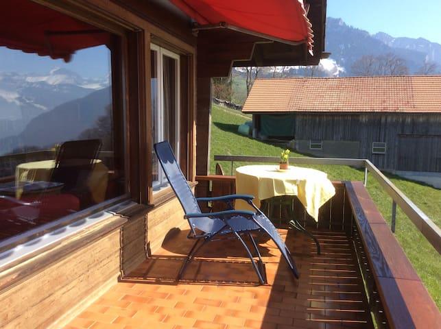 Chalet Lindt - beautiful lake view - Tschingel ob Gunten - Hus