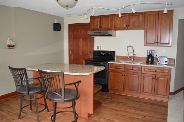 Private entrance Large apartment 1 br 1 ba kitchen - White Bear Lake - Ev