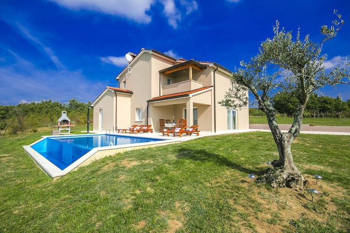 Modern Villa Vale with Pool and wonderful view - Karojba - Villa