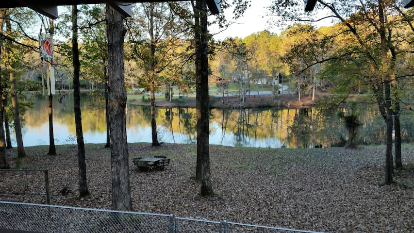 Pinewood, Walking Dead, Fishing, Spacious, Clean - Fayetteville