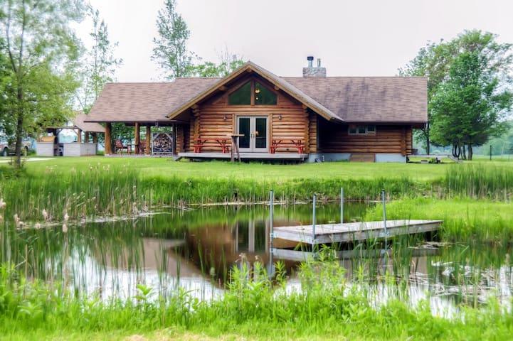 Secluded 2BR Valders Log Home - Valders