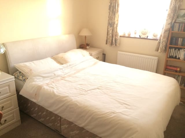 Double room in village setting - Eaton Bray