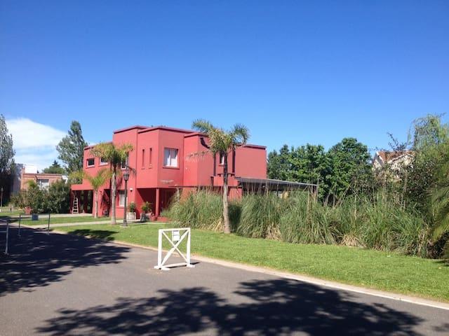 En Acacias Blancas, para disfrutar en familia - Ingeniero Maschwitz - Huis
