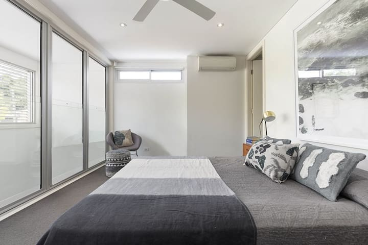 Modern Urban Oasis with Private Bathroom & WIR - Camperdown - Casa