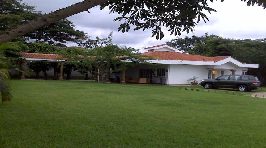 Villa para descanso-residencia segura y equipada