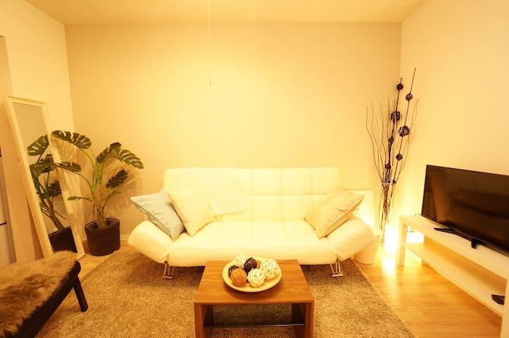 COZY TWO-STORY JAPANESE HOUSE - Osaka - Huis
