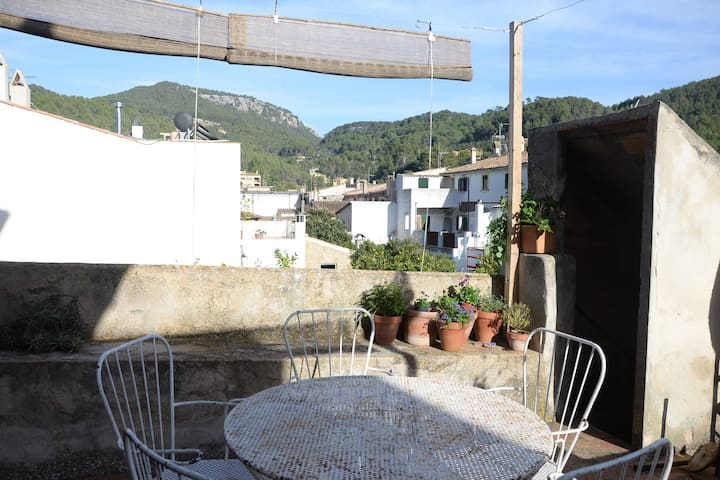Nice double room in typical majorcan house - Esporles - Hus