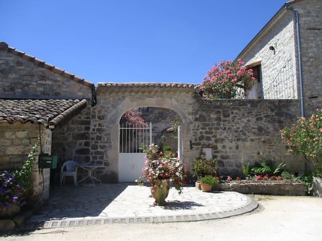 "Chambres d'hôtes ""les Monteils"" - Grospierres - Hospedaria"