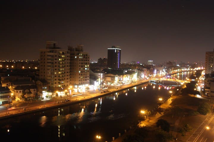宿夜 安平 超級河景景觀 適合家庭或好朋有一起享受 可住八人 - 安平區 - Condo