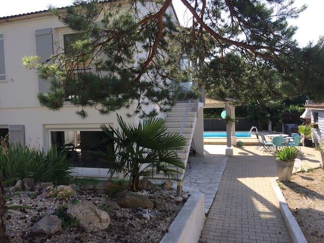 DROME, maison pour les vacances avec piscine - Montéléger