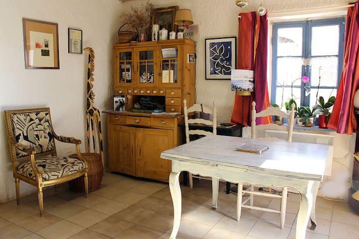 Typical and cosy house in Camargue/Saintes Maries - Saintes-Maries-de-la-Mer - Hus