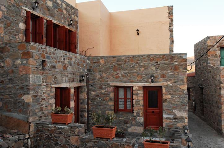 Myrthia Lithos Homes - Βολισσός - Huis