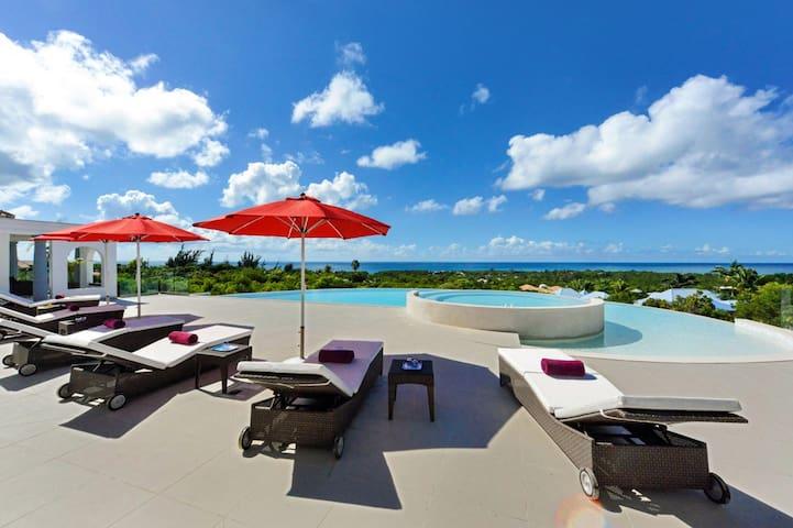 HOLIDAY AVAILABILITY! Just in Paradise: 112390 - Hillside - Villa