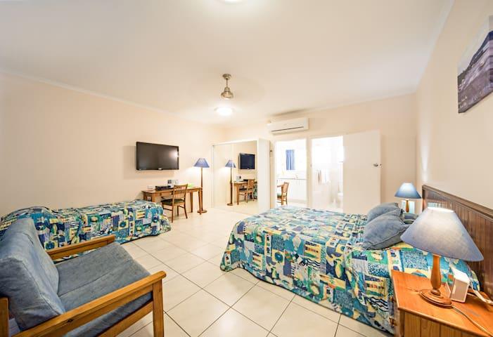 Spacious Studio Apartment -  Main St  Airlie Beach - Airlie Beach - Apartemen