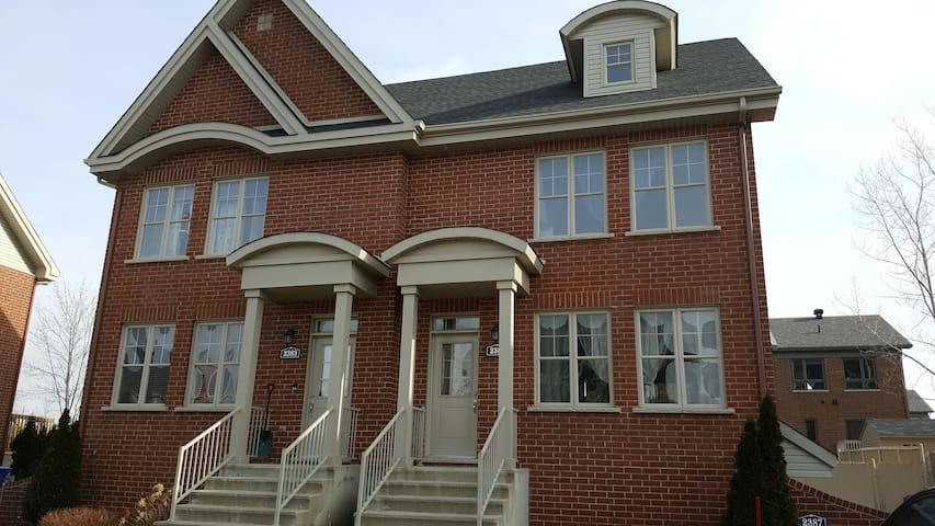 It's better on the southshore!!! - Longueuil - Hus