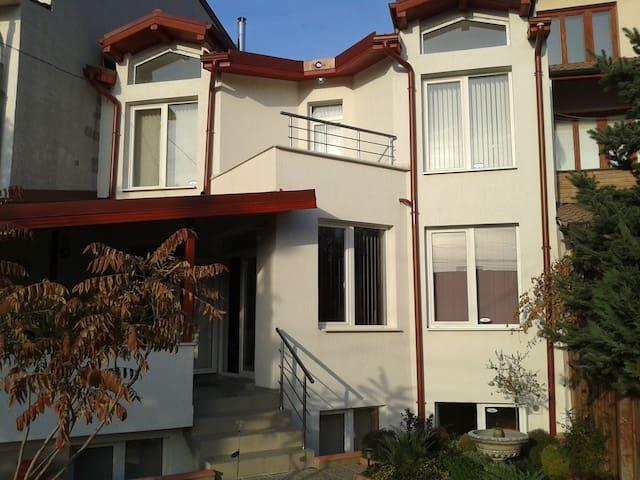 Bozhurishte house-garden - Bozhurishte - House