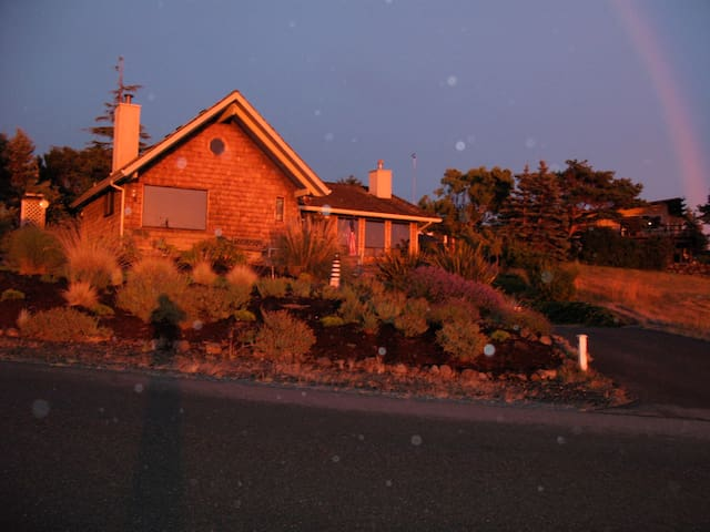 Beach house on Discovery Bay views and/ mountains - Port Townsend - Casa
