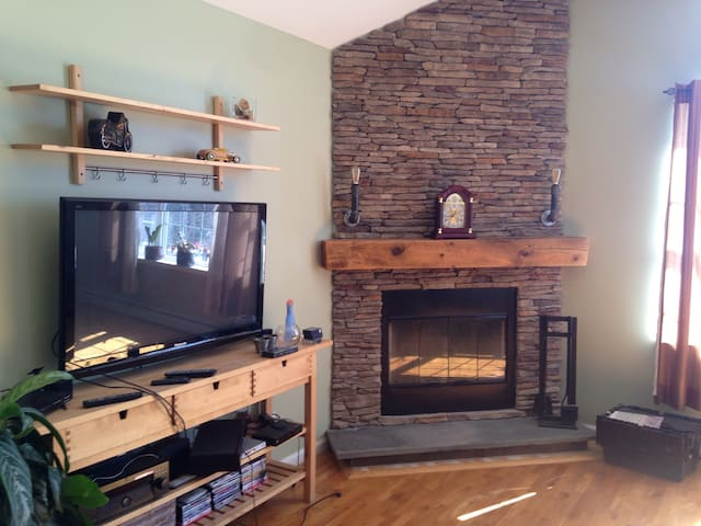 3bd colonial with parking - Marlboro