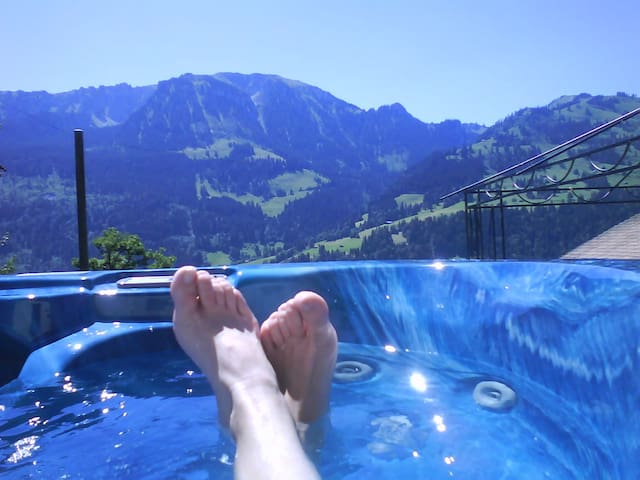 Unique view from the whirlpool - Weissenburg - Appartement
