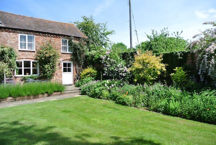Quintessential English Country Cottage - Ledbury - Ev