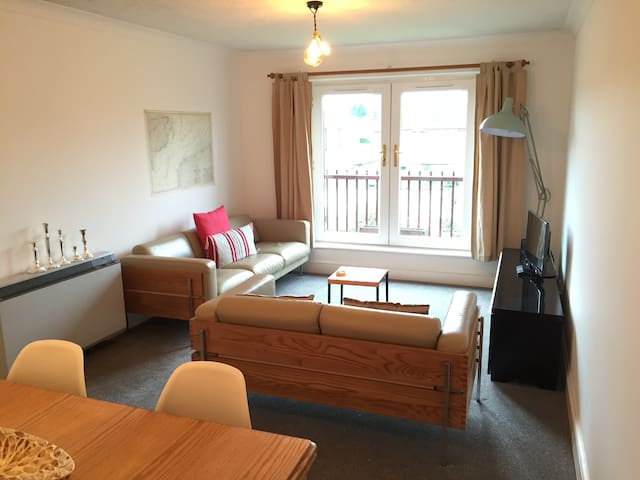 Comfortable Flat with parking space - Canterbury - Daire