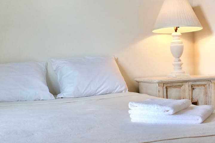 Peaceful retreat, private bedroom and bath - Hampton - Apartamento