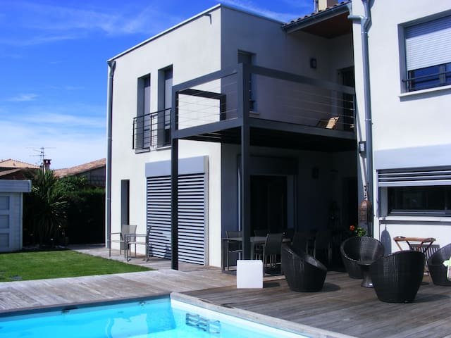 Room with private bathroom and swimming pool - Toulouse - Ev