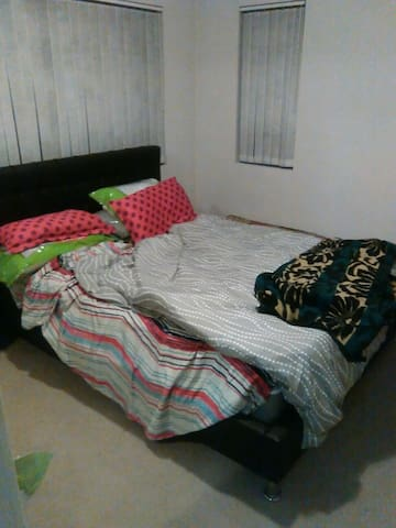Clean close to railway station room - Guildford - Apartamento