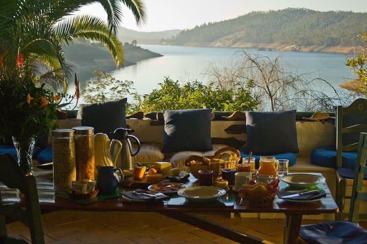 Paradise in Portugal! (Double + extra bed) - Santa Clara-a-Velha - Bed & Breakfast