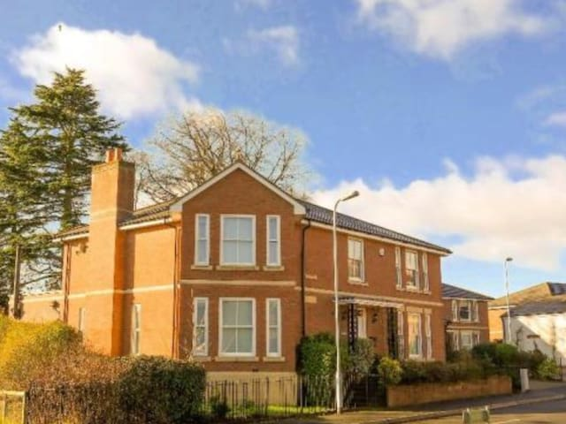 EXCELLENT COUNTRY/TOWN 5 BED HOUSE - Monmouth - Maison