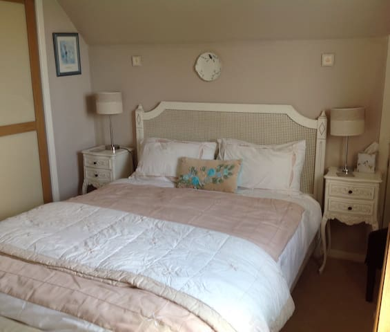 Our Double bedroom with adjacent shower room - Castletown - Bungalow