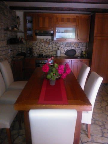 Quiet, Istra stone house, 14 km from Porec - Bratovići