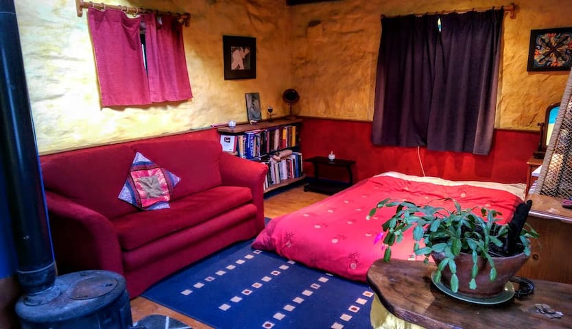 Airy self-catering studio w/ own bathroom & stove - Carrick-On-Suir - Appartement