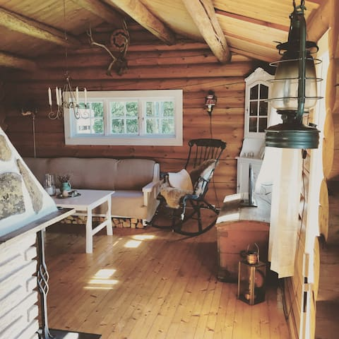 Charming & unique timber cottage 40 km from Oslo - Enebakk - 小木屋