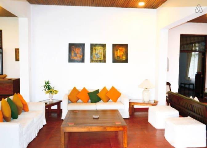 Urban Villa - Double Room - Sri Jayawardenepura Kotte