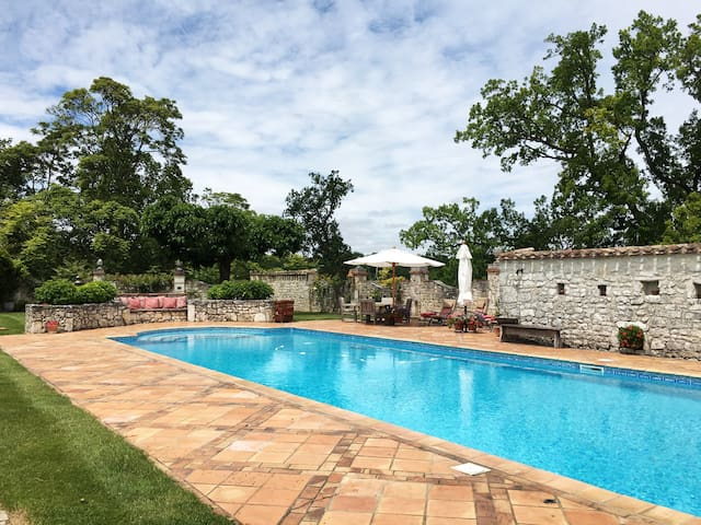 Elegant 2BR Pigeonnier with Pool, Gardens & Views - Roquecor