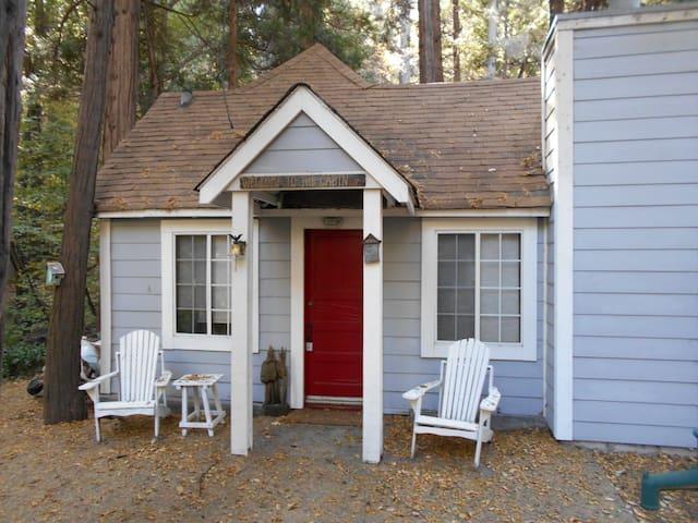 Ladybug Cottage - Lake Arrowhead - Stuga