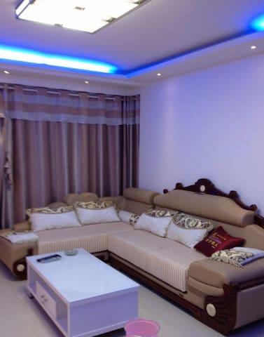 环境好,物业好。服务细心周到。 室内精装修,全套品牌家具家电。拎包入住。 - Yancheng Shi - Wohnung