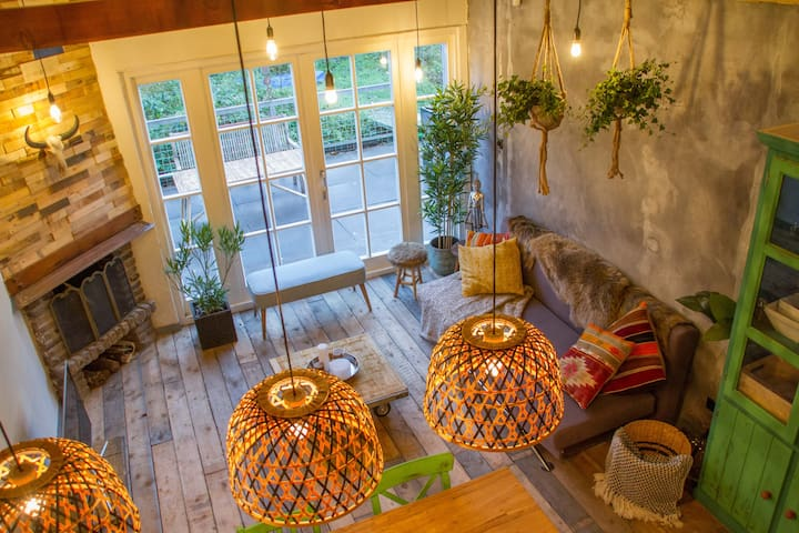 Balistyle guesthouse in the forest near Amsterdam - Velsen-Zuid