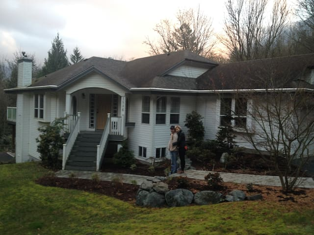3 BR unit on Cultus Lake - Lindell Beach - Casa