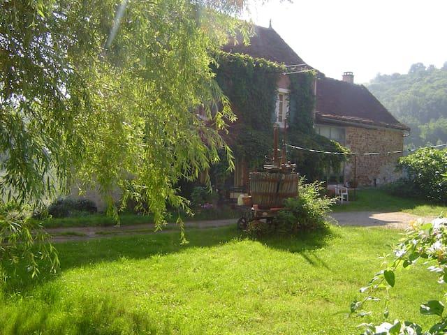chambre familiale à la ferme - Saint-Igest - Bed & Breakfast