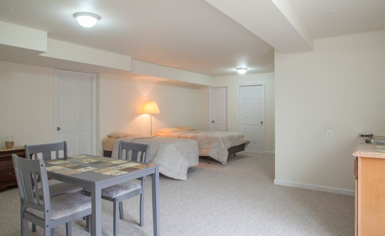 Walkin basement apartment full Bath - 우드브리지(Woodbridge) - 단독주택