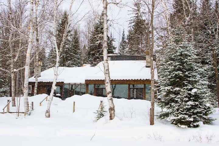 Spacious Rustic Cottage - Maple Leaf - Mökki