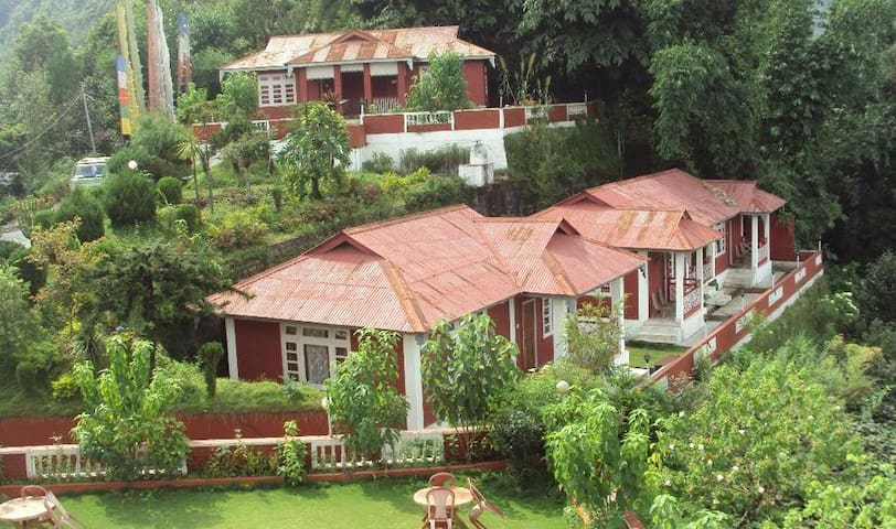 The Tashighang Resort- Deluxe Cottage - Yangtey