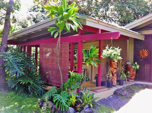 Tropical Garden Cottage - Naalehu - Mökki