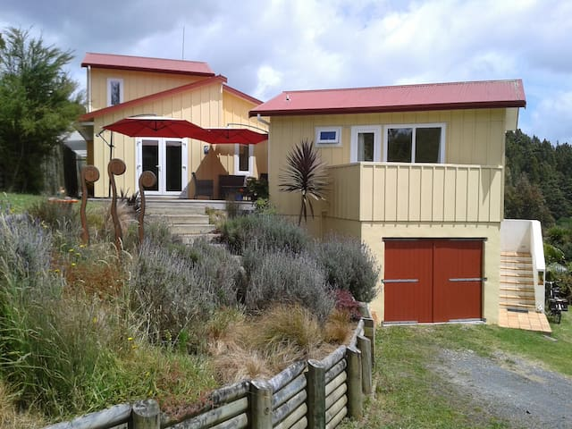 Double with ensuite bathroom - Puhoi - Huis