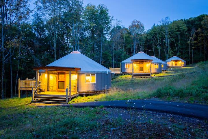 Yurt glamping at Savage River Lodge - Frostburg - Yurta