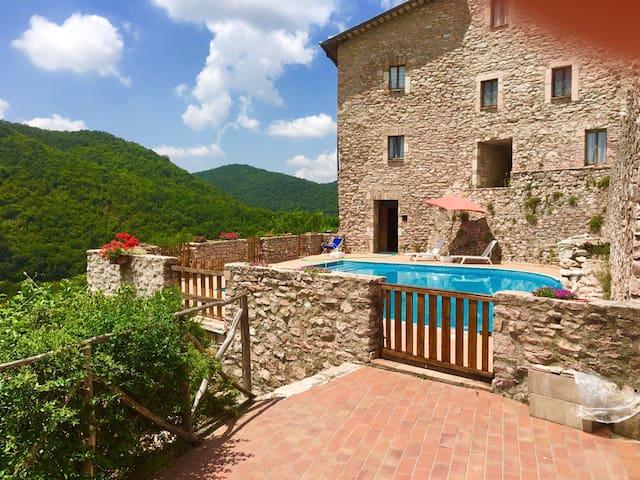Macerino Castle:Pool Side/sleeps 2/Spoleto-17 kms - Fogliano - Castillo