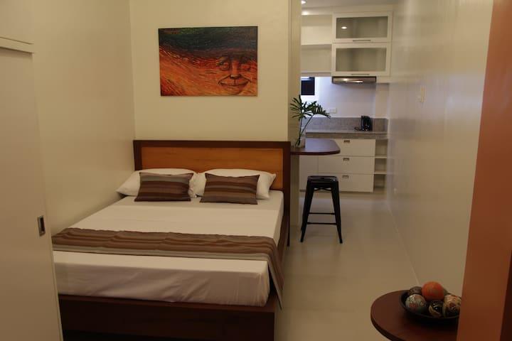 New cozy studio-206- free pick up - Dumaguete - Apartamento